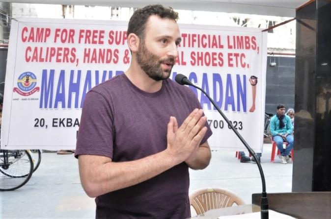 giving thanks at Mahavir Seva Sadan (photo by sashi)